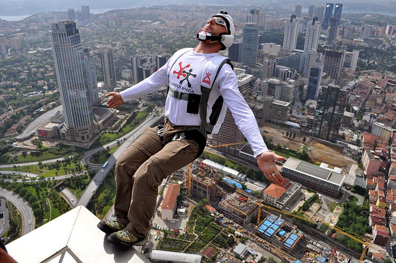 800px BASE Jumping from Sapphire Tower in Istanbul