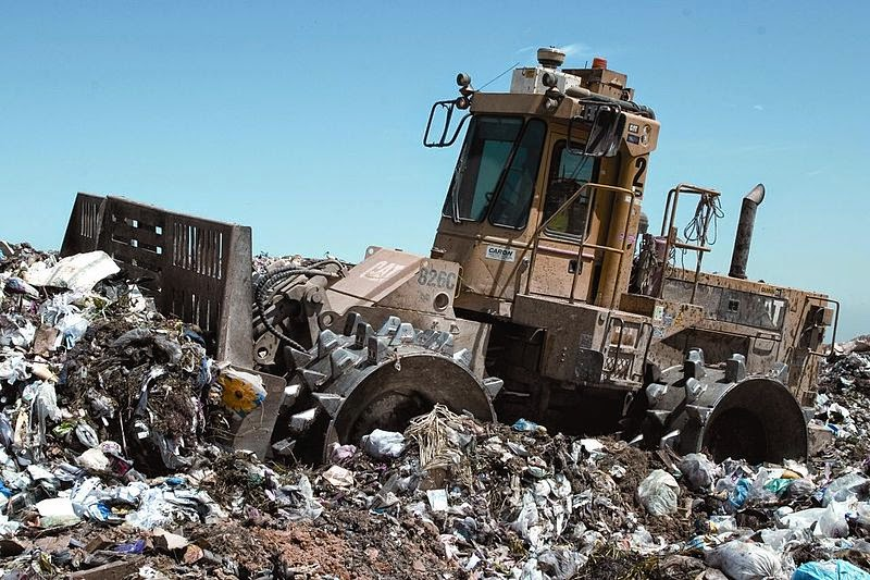 800px Landfill compactor