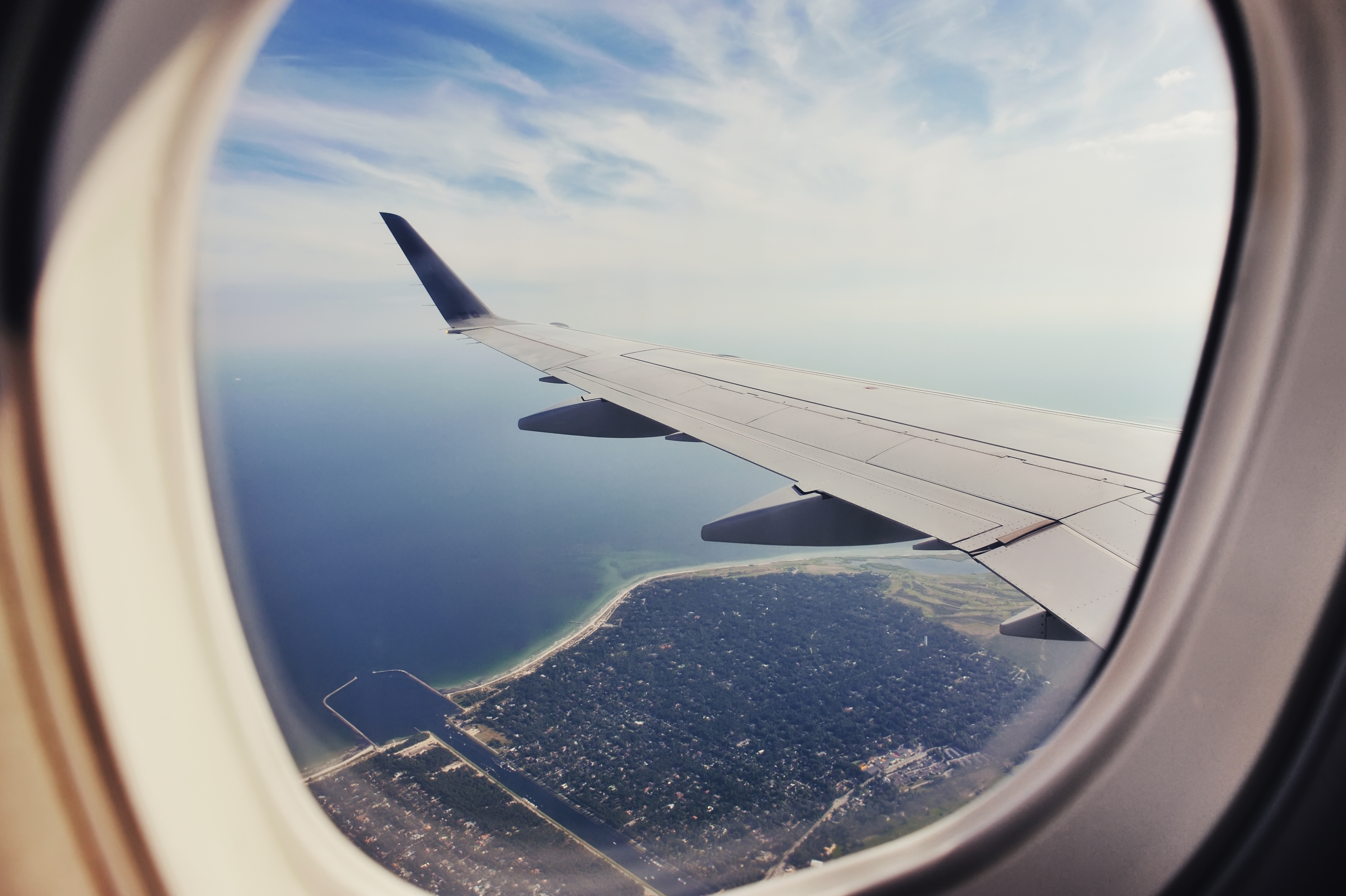 The Reason Airplane Windows Are Round - Knowledge Stew