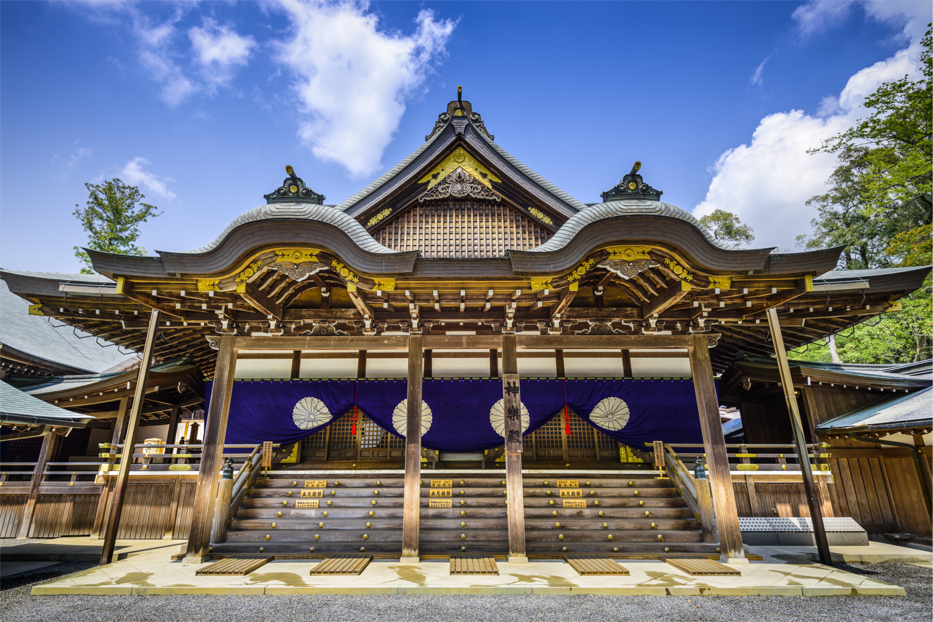 The Japanese Shrine That Is Rebuilt Every 20 Years - Knowledge Stew