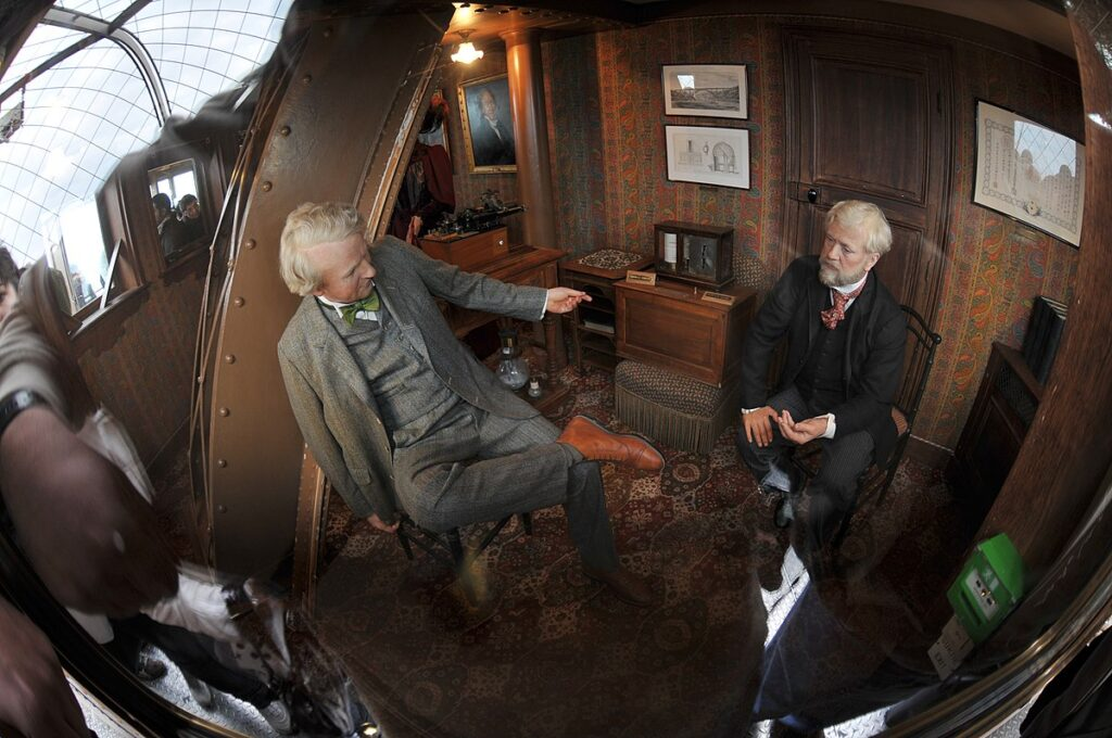 Mannequins of Gustave Eiffel and Thomas Edison in the secret apartment